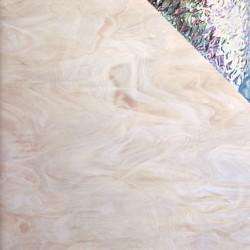 champagne/blanc, semi-translucide iridescent
