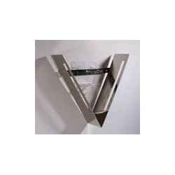 "applique ""V"" couleur chrome"