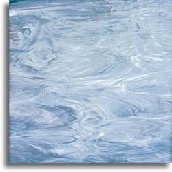 bleu acier et blanc, semi-translucide
